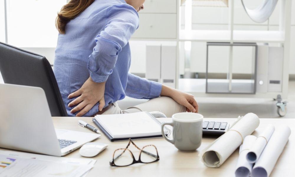 Causas de riesgo de dolor de espalda en el ámbito laboral